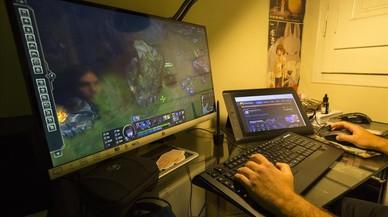 Casinos encubiertos en torno al 'boom' de los deportes electrónicos permiten el juego a menores