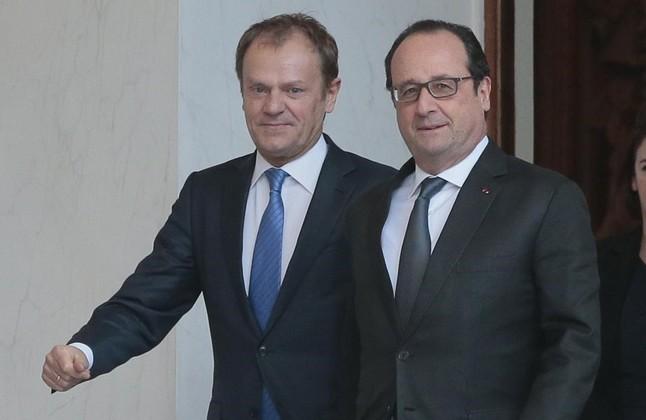 El presidente del Consejo Europeo, Donald Tusk (izquierda), con el presidente francés François Hollande en París.