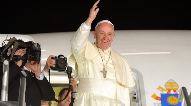 El Papa, antes de subir al avión, durante su despedida en el último día de su visita a México, en Ciudad Juárez, este jueves.