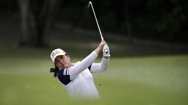 La golfista surcoreana Park In-bee, en acción en Singapur.