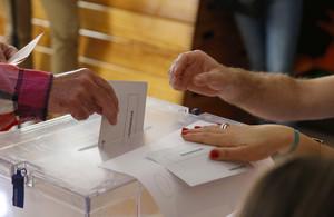 Votación en el colegio Sagrada Familia de Madrid