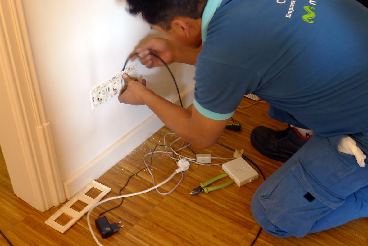 Sustitución de la instalación telefónica por fibra óptica.