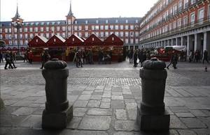 Bolardos de protección en la plaza Mayor de Madrid