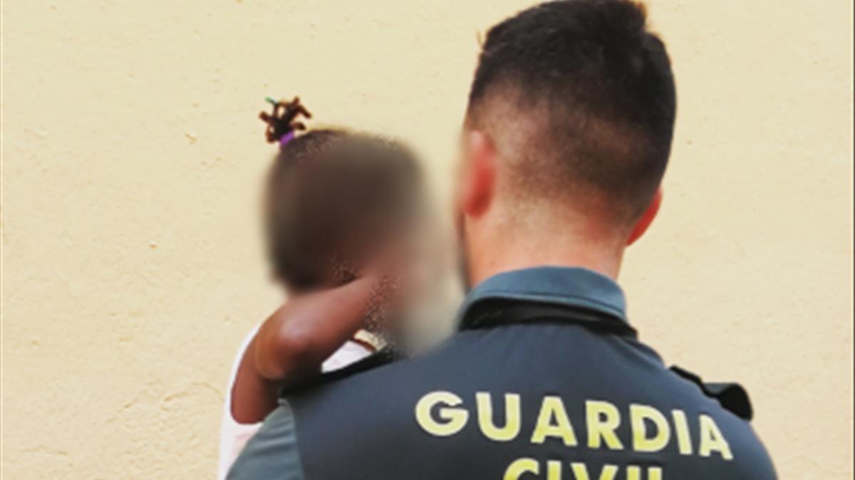 Resultado de imagen de guardia civil menor rescatado