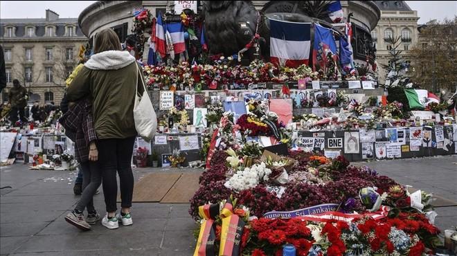 Famílies de víctimes dels atemptats de París denuncien Bèlgica