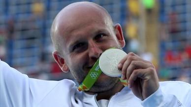 Un atleta polonès dóna la seva medalla per ajudar un nen amb càncer