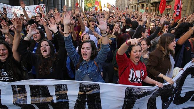 Manifestaci� dels universitaris en contra del decret 3+2 i a favor de l'educaci� p�blica i gratu�ta.