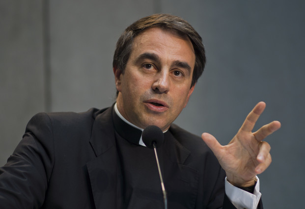 El Papa sustituye al 'número dos' de Bertone