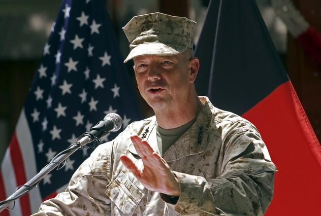 EEUU investiga al jefe de la OTAN en Afganistán por el 'caso Petraeus'