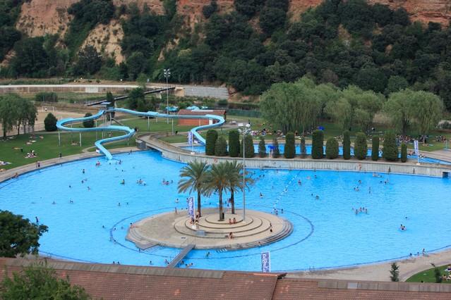 El ayuntamiento acondiciona las piscinas municipales for Piscinas municipales barcelona
