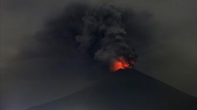 El Monte Agung en erupción.