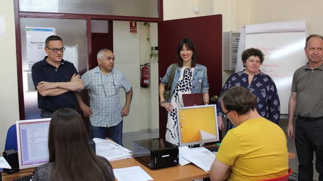 La alcaldesa de Santa Coloma N�ria Parlon visita uno de los centros formativos de Grameimpuls.
