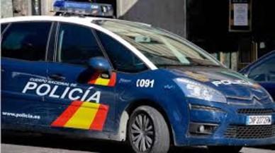 Un jubilat fereix d'un tret una dona en una forta discussió en un pis de Madrid