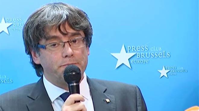 Puigdemont aparenta resistencia en Bruselas pero acata las elecciones