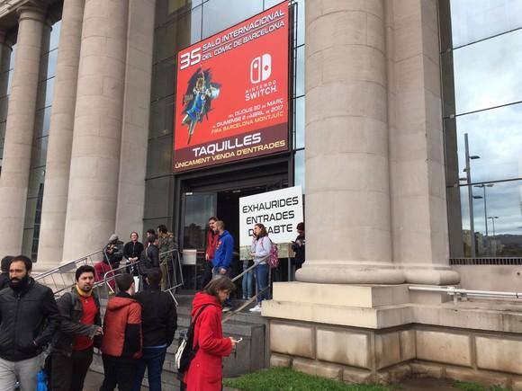 Las taquillas del Salón del Cómic, con el cartel que informa de que las entradas se han agotado.