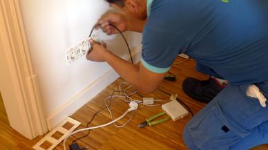 Sustitución de la instalación telefónica por fibra óptica en una vivienda.