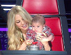 Shakira amb el seu fill, Milan, en el concurs 'The Voice', el 12 d'abril.