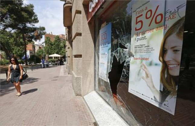 Resultat dels disturbis després de la manifestació de Can Vies al barri de Sants