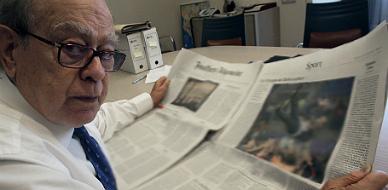 Jordi Pujol lee la prensa, en una imagen de archivo.