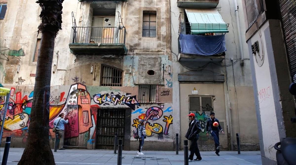 jgblanco38223819 barcelona 28 04 2017 edificios vacios semivacios o semiokup170519131011
