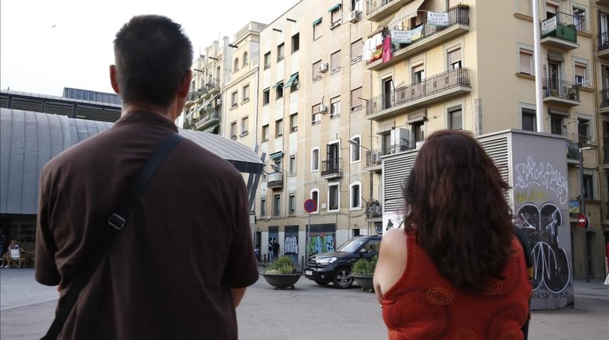Propietarios de un piso alquilado por un falso inquilino que lo realquila a través de Airbnb.