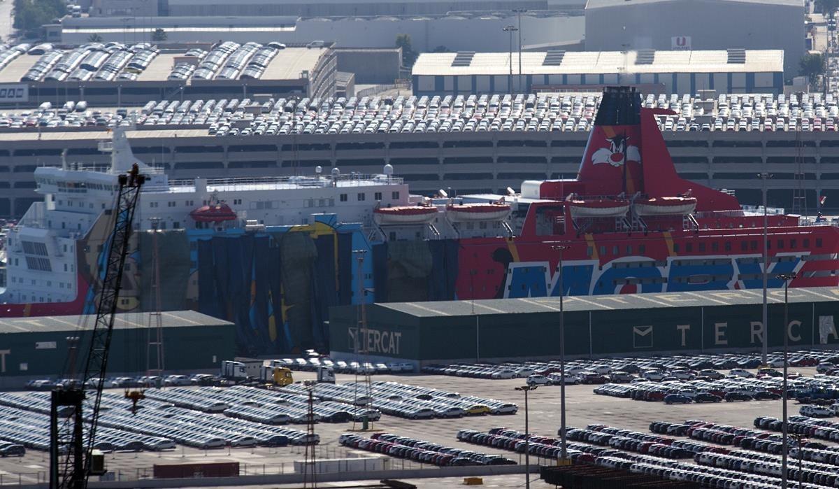 Interior cubre con lonas los dibujos de Piolín en los barcos del puerto
