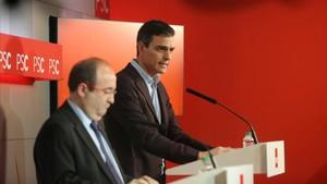 Miquel Iceta y Pedro Sánchez, durante su comparecencia para valorar los resultados del 21-D.