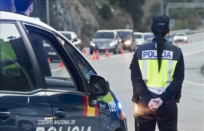 Control policial en la frontera de La Jonquera.