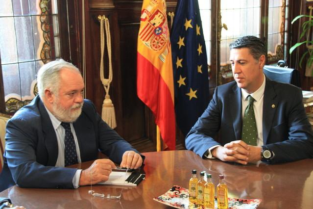 García Albiol y Arias Cañete se reúnen en Madrid para desbloquear la construcción del hotel del puerto de Badalona
