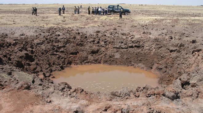 METEORITO PROVOCA CR�TER DE 30 METROS AL CAER CERCA DE FRONTERA CON BOLIVIA