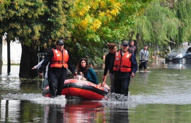 Las inundaciones en la ciudad bonaerense de La Plata se cobran 48 muertos