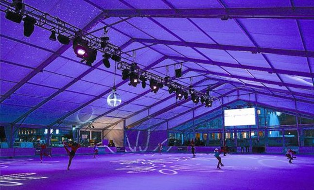 Obre la pista de gel de la plaça de Catalunya