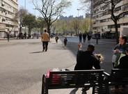 Ambiente en una calle de la Mina, este marzo.