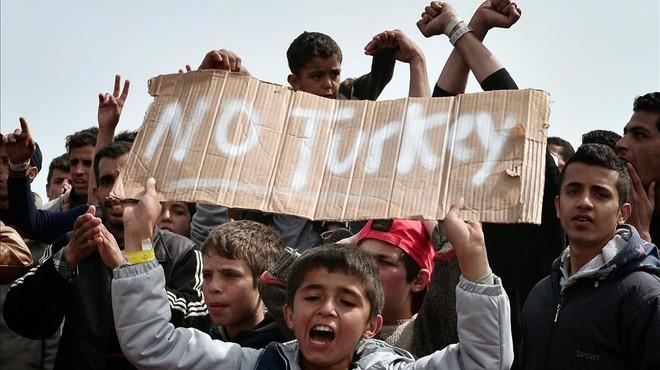 Turquia espera a la defensiva als refugiats tornats de Grècia