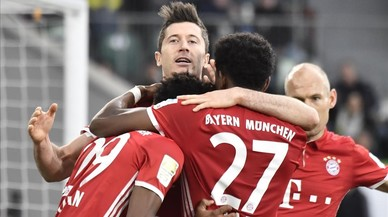 Lewandowski celebra el tercer gol del Bayern ante el Wolfsburgo.