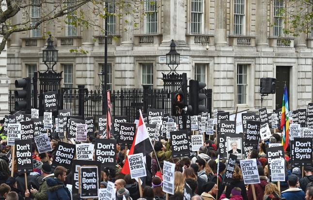 Cientos de personas se manifiesta en Londres en contra de atacar en Siria
