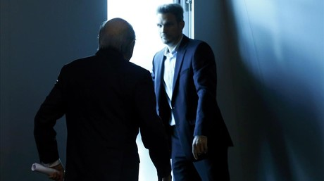Blatter abandona la sala de prensa de la FIFA.
