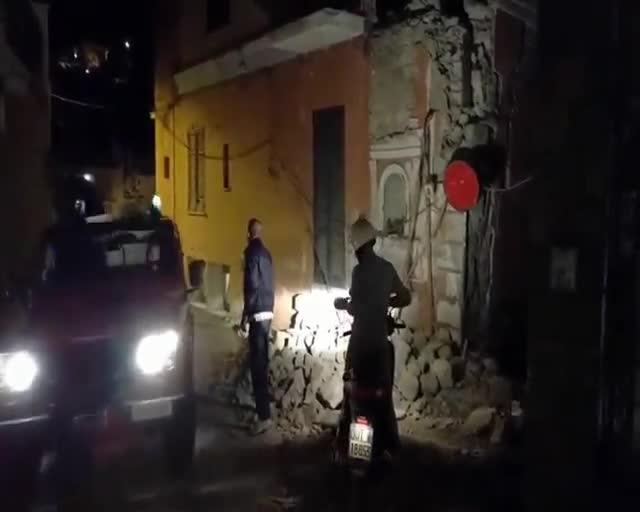 Rescate milagroso de tres niños tras un terremoto en Italia