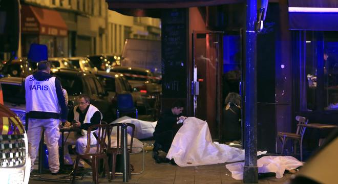 Almenys 30 morts en diversos tirotejos i explosions simultànies a París