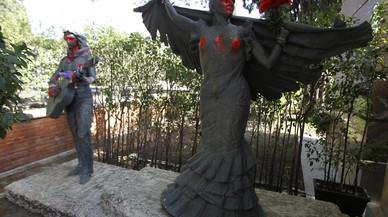 Profanades les estàtues de Lola i Antonio Flores del cementiri de l'Almudena