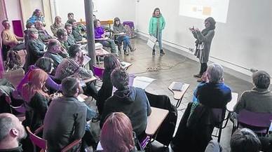 PRESENTACI�N Una veintena de socios de La Borda, en una reuni�n informativa.