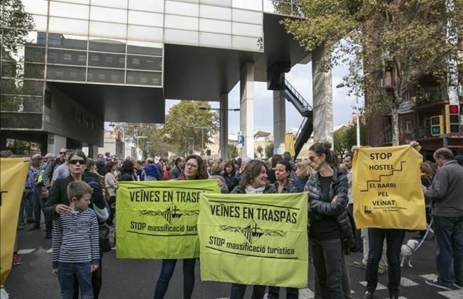 Protesta vecinal en la Vila Olímpica contra la apertura de un albergue con 440 camas, en noviembre pasado.