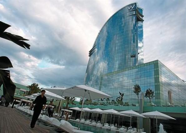 El Hotel W, más conocido como Hotel Vela, en la Barceloneta.