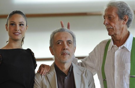Fernando Trueba, entre Jean Rochefort y Aida Folch.