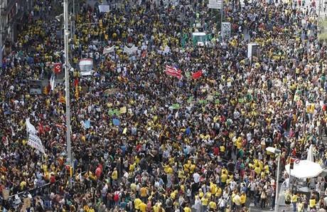 Manifestación de la comunidad educativa por las calles del centro de Barcelona.