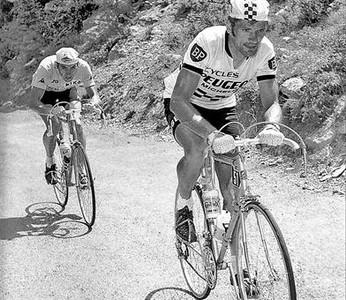 Foto hist�rica. Bernard Th�venet descuelga a Eddy Merckx, en Pra Loup, el 13 de julio de 1975.