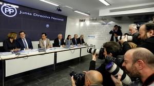 El líder del PP, Mariano Rajoy, y otros miembros del partido en la junta directiva nacional, el pasado lunes