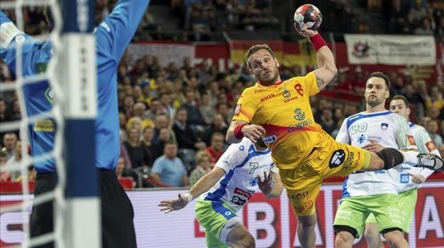 Victor Tomás culmina una de los contados contrataques de España ante Eslovenia
