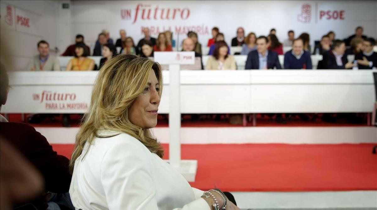 Díaz, en primer plano, con Sánchez al fondo, en el comité federal del PSOE del pasado 28 de diciembre.