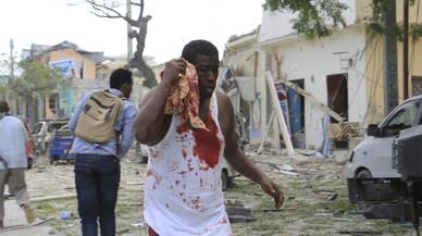 Almenys vuit morts en l'assalt terrorista a un hotel de Mogadiscio
